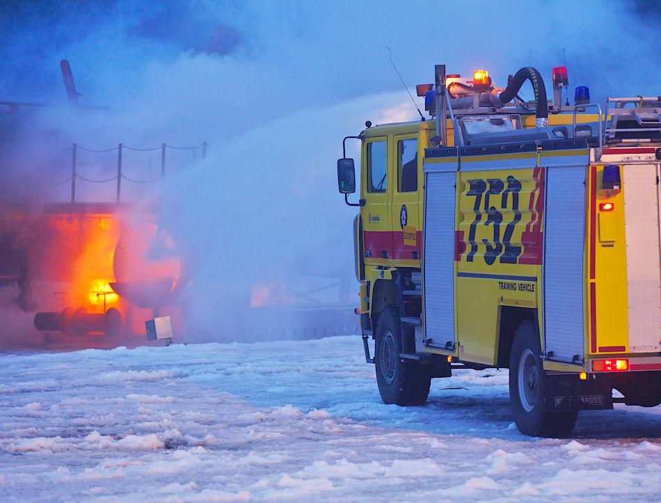 RB90 släcker motorbrand