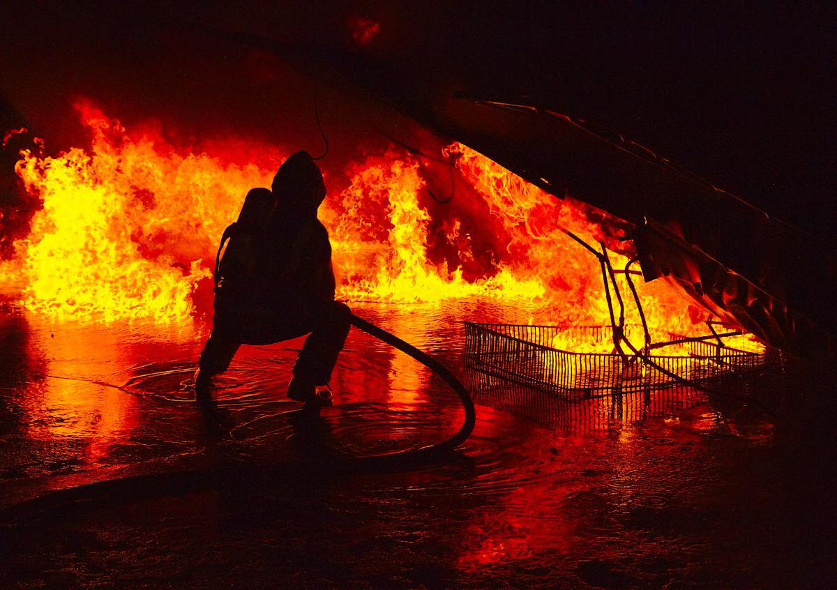 Vätskebrand med brandman