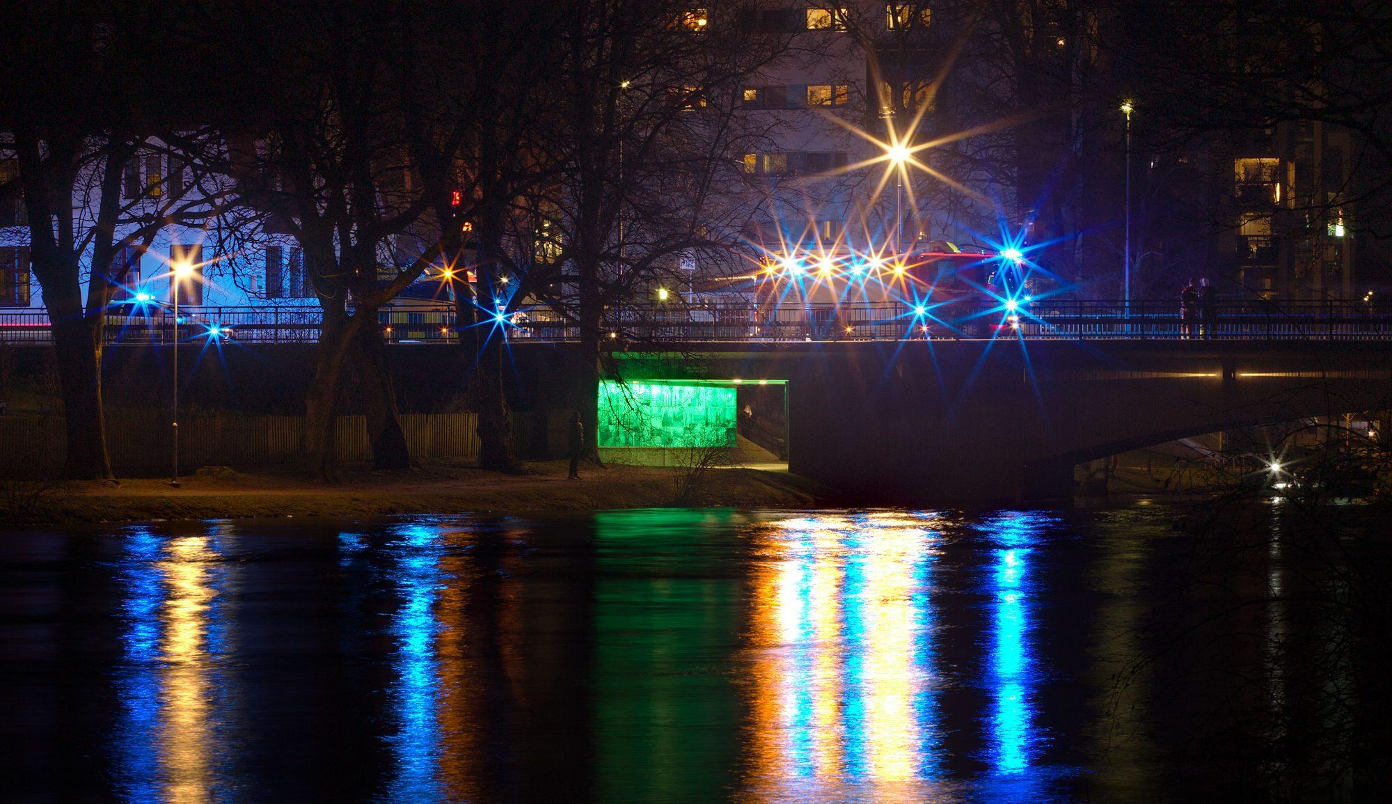 Brandbil och ambulans på Nybron