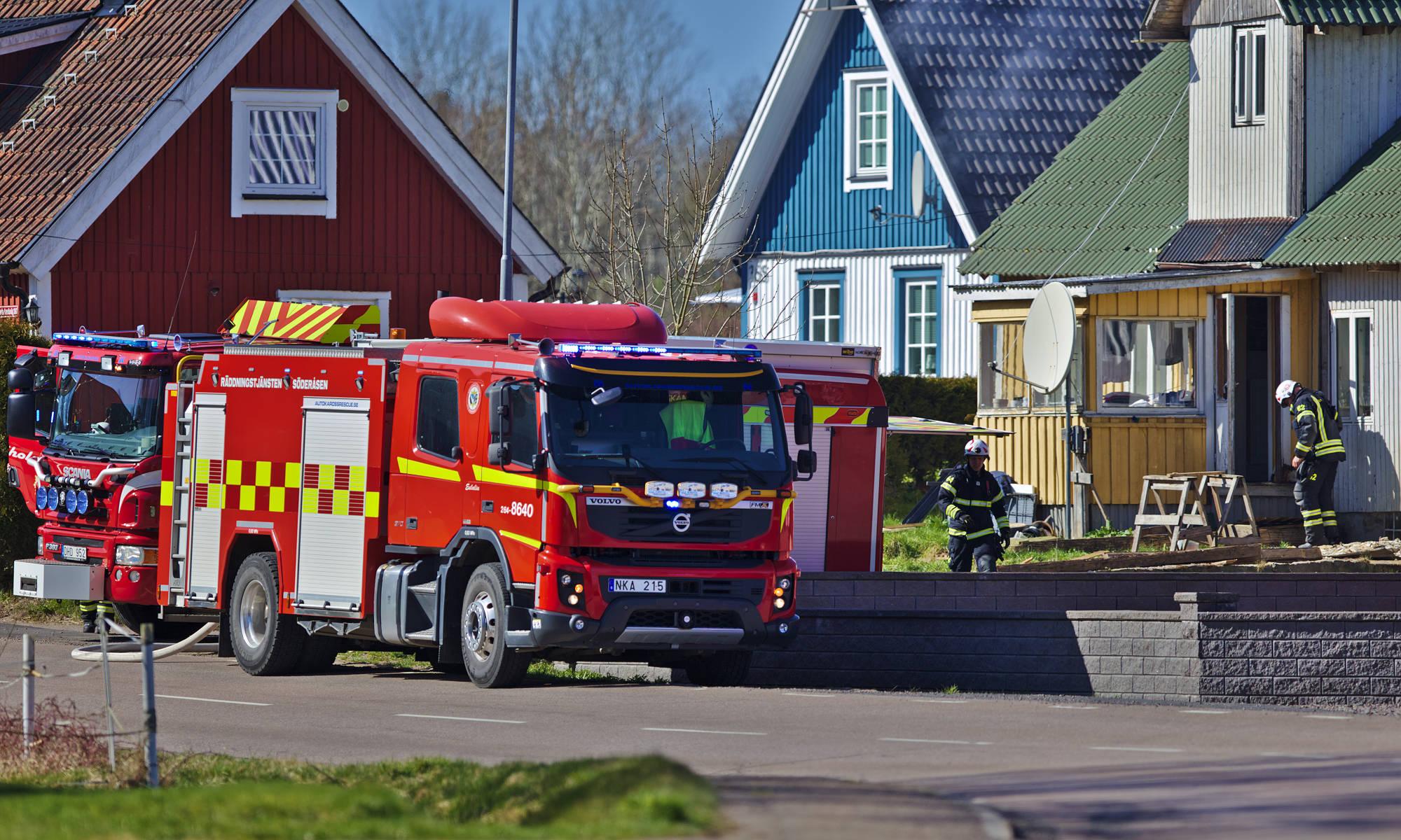 Räddningstjänst vid en garagebrand i Starby