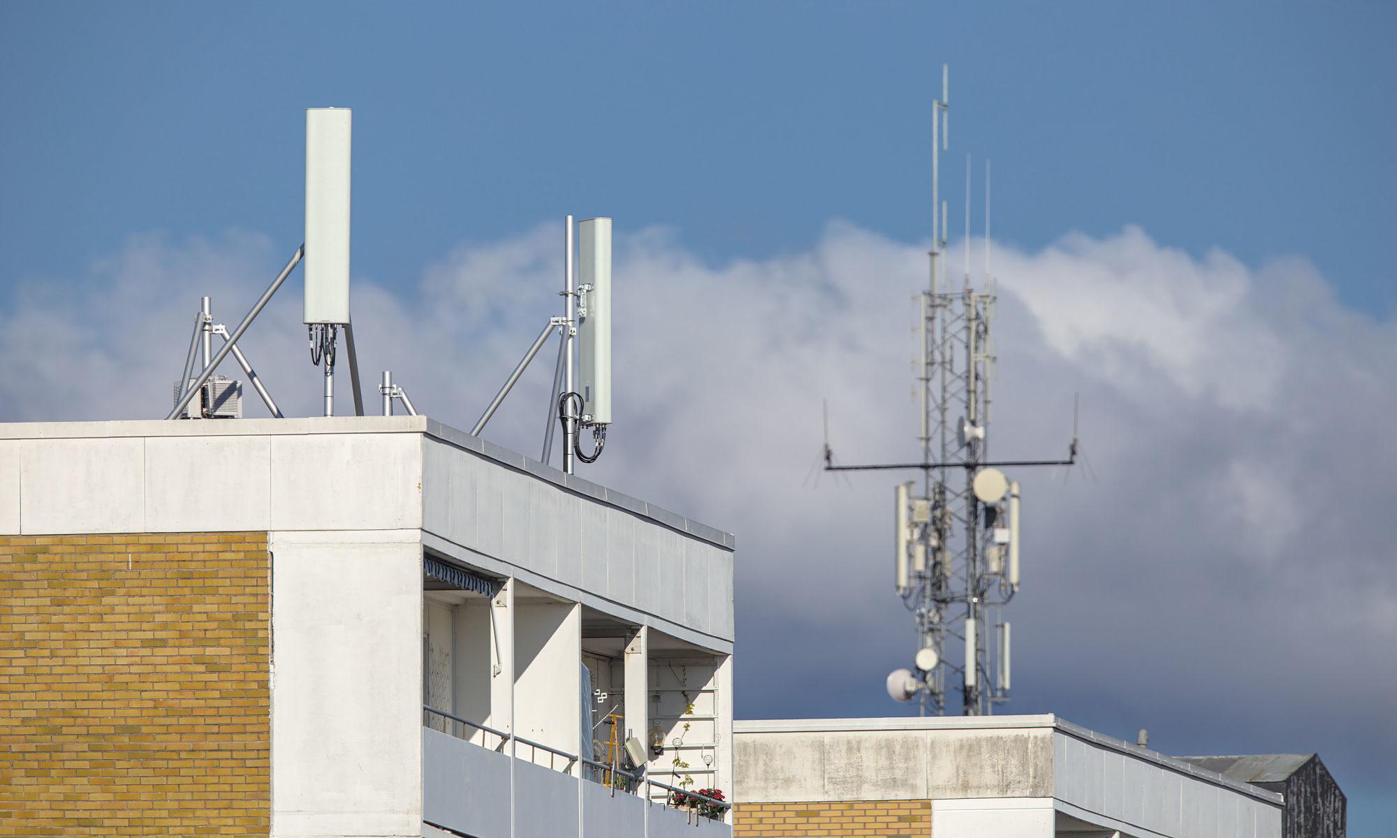 Mobilbasstationer på hyreshus och mast i Ängelholm