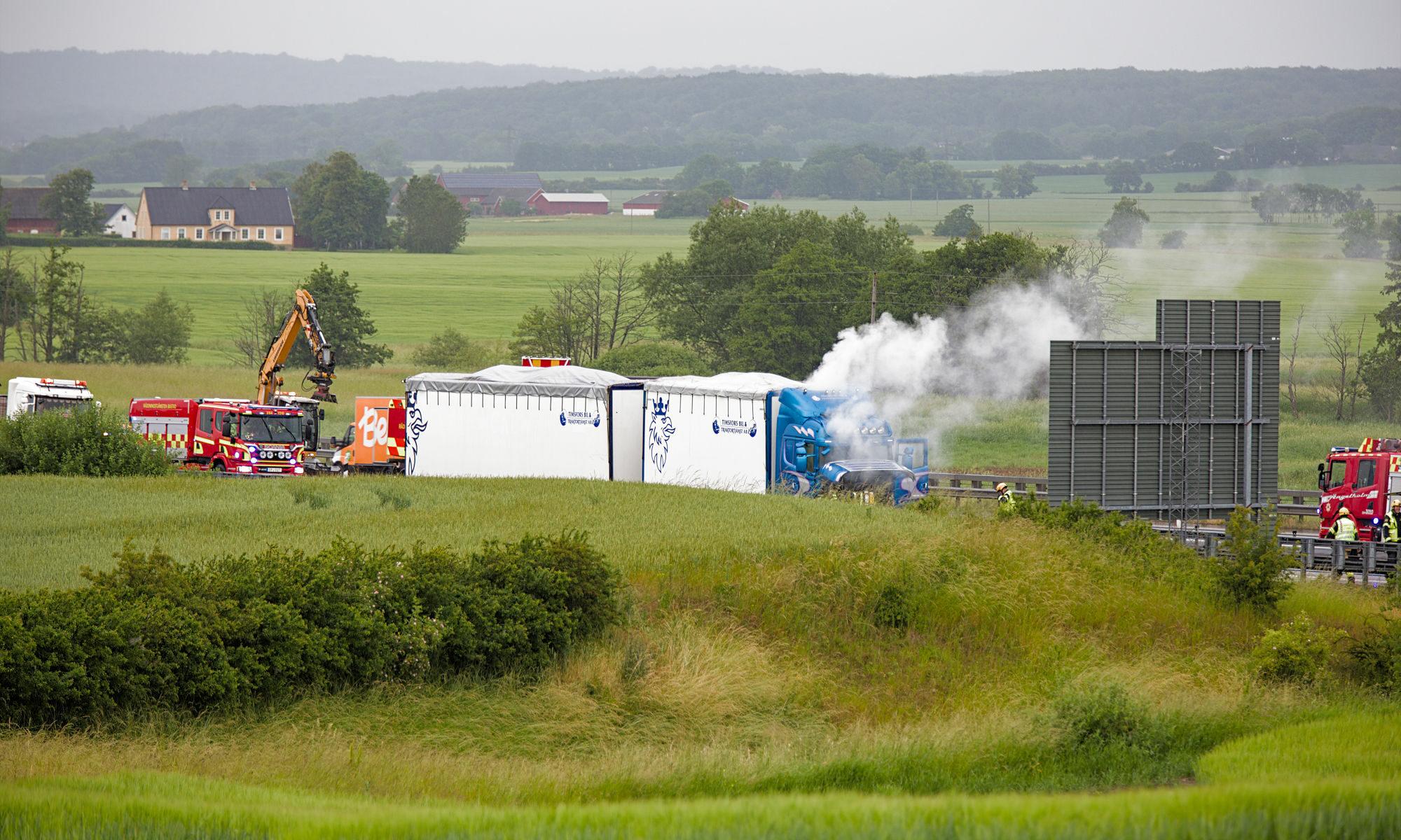 Lastbilsbrand på E6:an utanför Ängelholm